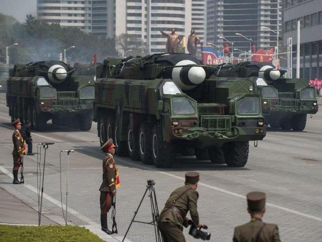 Triều Tiên sẽ duyệt binh với hàng trăm tên lửa?
