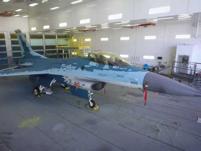Tiêm kích F-16 của Mỹ sơn màu giống Su-57 của Nga