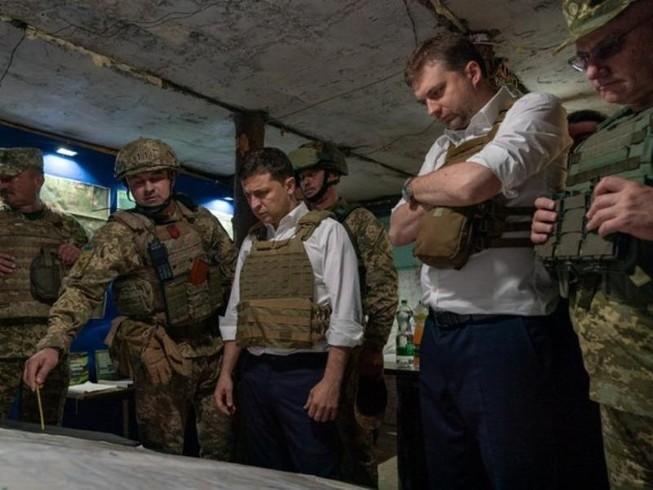 Binh sĩ Ukraine và phe ly khai rút khỏi miền Đông