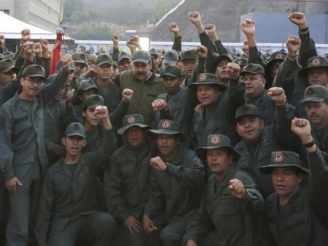 Lo Mỹ khiêu khích, ông Maduro lệnh quân đội sẵn sàng chiến đấu