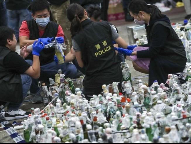 Hong Kong: Tìm thấy 40 quả bom xăng trong Trường Bách khoa