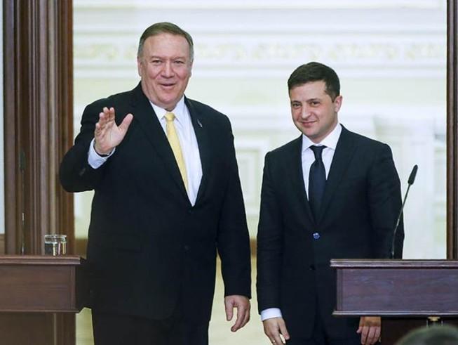 Ngoại trưởng Mỹ Mike Pompeo (trái) và Tổng thống Ukraine Volodymyr Zelenskiy.