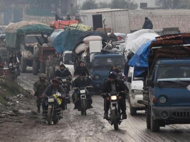 Người dân Syria ở Idlb di tản khi quân chính phủ tấn công.