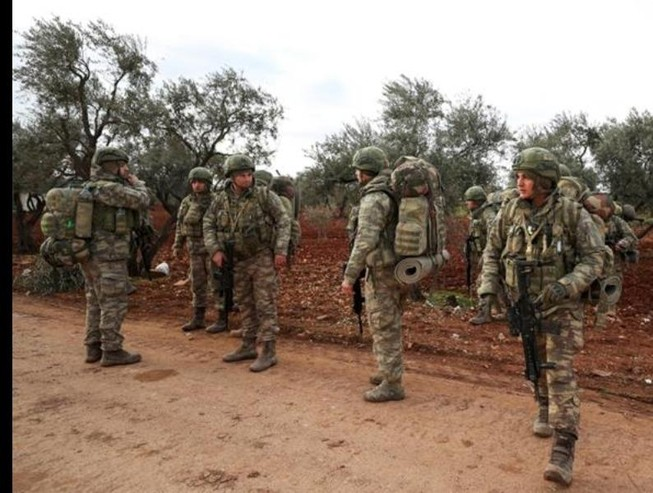 Binh sĩ Thổ Nhĩ Kỳ tập trung tại làng Qaminas, cách TP Idlib, tây bắc Syria.