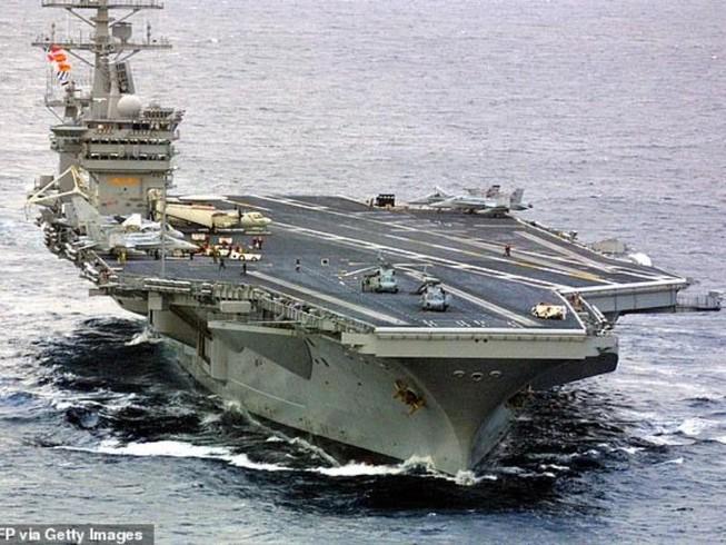 Tên lửa Iran phát nổ, rơi cách tàu sân bay Mỹ 161 km