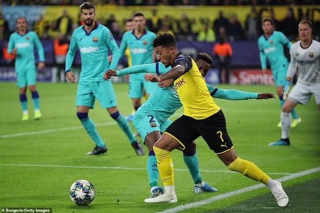 Barca hòa chật vật Dortmund, Inter 'toát mồ hôi' có 1 điểm