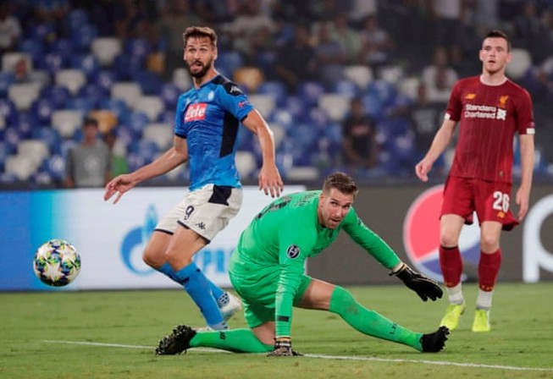 Hậu vệ mắc sai lầm, Liverpool thảm bại trước Napoli