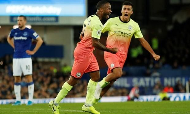 Thắng kịch tính Everton, Man. City tiếp tục bám đuổi Liverpool