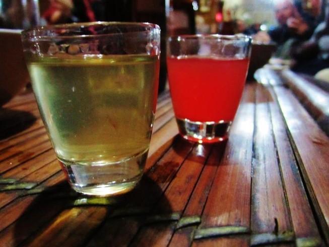 Uống rượu pha máu động vật liệu có an toàn?