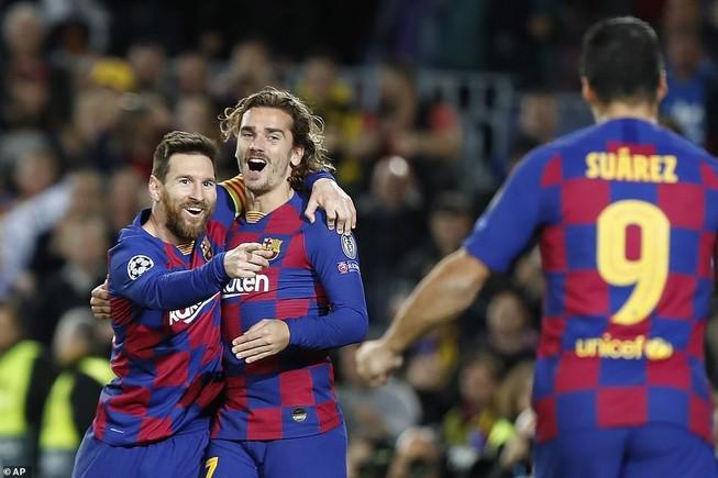 Messi rực sáng, Barcelona chiếm ngôi đầu, bảng H khó lường
