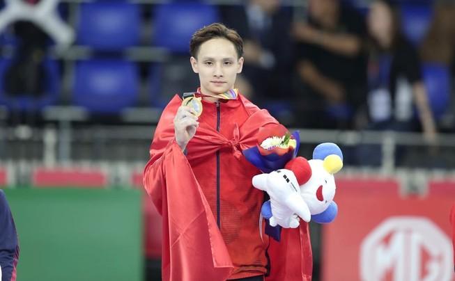 Phương Thành giành 'cú đúp vàng' môn TDDC tại SEA Games 30