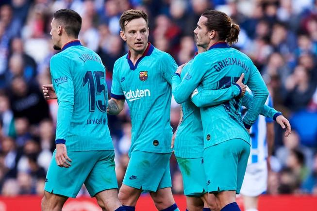 Chia điểm trên sân của Real Sociedad, Barca lung lay ngôi đầu