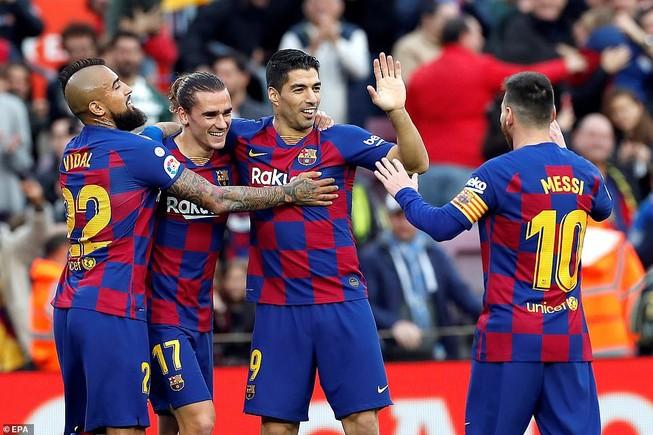 Trọng tài 2 lần từ chối bàn thắng, Barca vẫn thắng tưng bừng