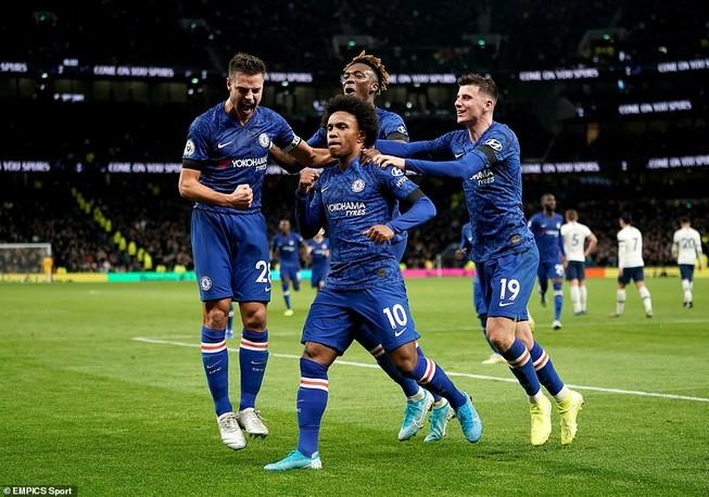 Sao Hàn nhận thẻ đỏ, Tottenham thảm bại trước Chelsea