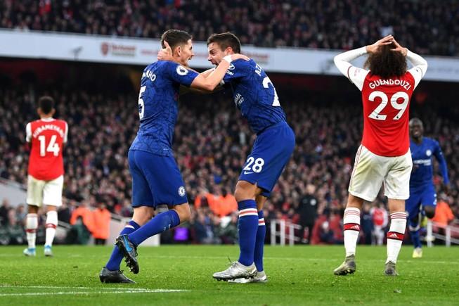 Chelsea ngược dòng khó tin hạ Arsenal