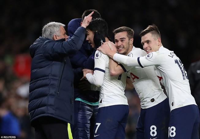 Thắng kịch tính Man. City, Tottenham nuôi mộng vào tốp 4