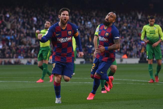 """Messi lập poker, Barcelona """"huỷ diệt"""" Eibar chiếm ngôi đầu"""