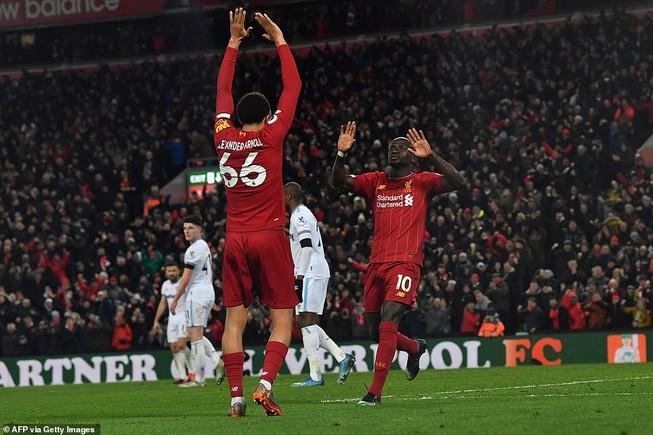 Liverpool thắng khó West Ham bằng màn rượt đuổi tỉ số