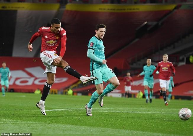 Lội ngược dòng kịch tính, MU loại Liverpool khỏi FA Cup