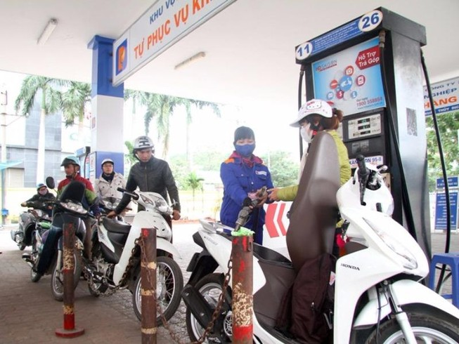 Cân nhắc tăng thuế bảo vệ môi trường xăng dầu