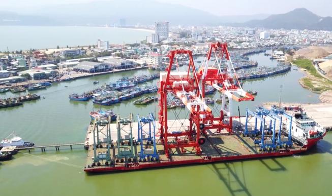Cảng Quy Nhơn thử nghiệm hệ thống cẩu trục 200 tỉ đồng