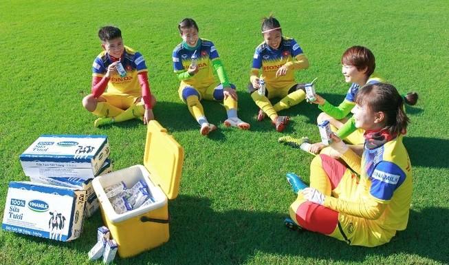 Vinamilk trao thưởng cho đội tuyển bóng đá nữ quốc gia