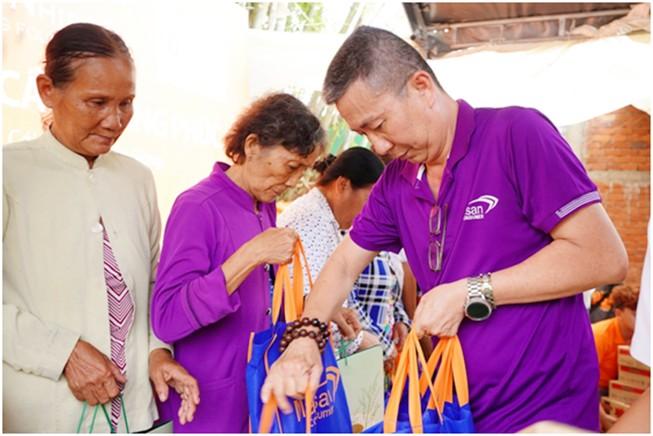 Chương trình 'Kiến tạo nhịp cầu' khánh thành cầu Khang Phúc