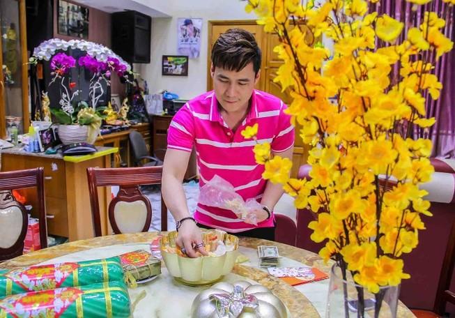 Khánh Phương tặng 200 phần quà cho người thân, bạn bè dịp tết