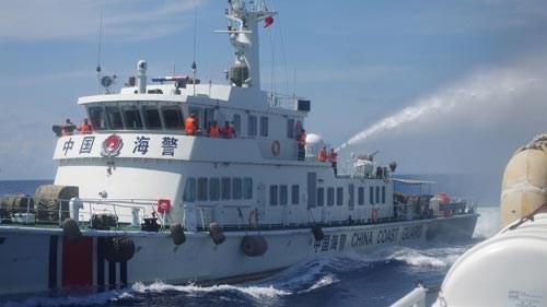 Tàu chấp pháp của Việt Nam đã tiếp cận giàn khoan trái phép tại vị trí mới