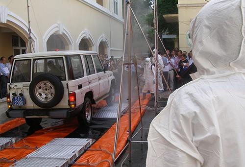 Triệu tập hai vợ chồng tung tin đồn thất thiệt về Ebola