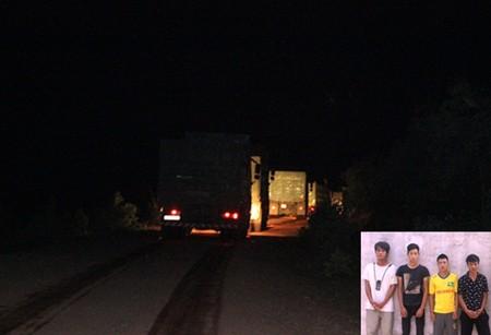 Né trạm cân, hàng loạt xe tải bị… trai làng làm luật