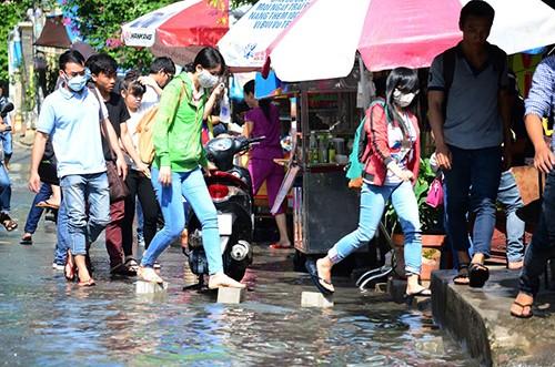 Người dân hoang mang khi nhà bị ngập