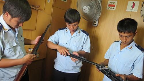 Phát hiện tàu chở hàng vận chuyển 94 khẩu súng hơi