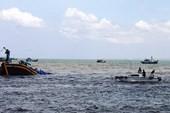 Chìm tàu 12 người được cứu kịp thời