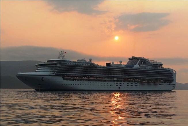 Tàu du lịch đưa gần 3 nghìn khách đến Nha Trang