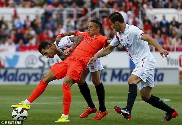 Barcelona hòa thất vọng Sevilla tại Sanchez Pizjuan