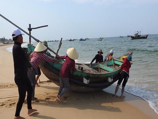 Bộ TN&MT: Biển 4 tỉnh miền Trung đã an toàn
