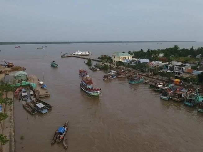 Phó Thủ tướng Trịnh Đình Dũng thị sát ứng phó bão