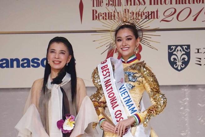 Tường San đoạt giải Quốc phục đẹp nhất Hoa hậu Quốc tế 2019