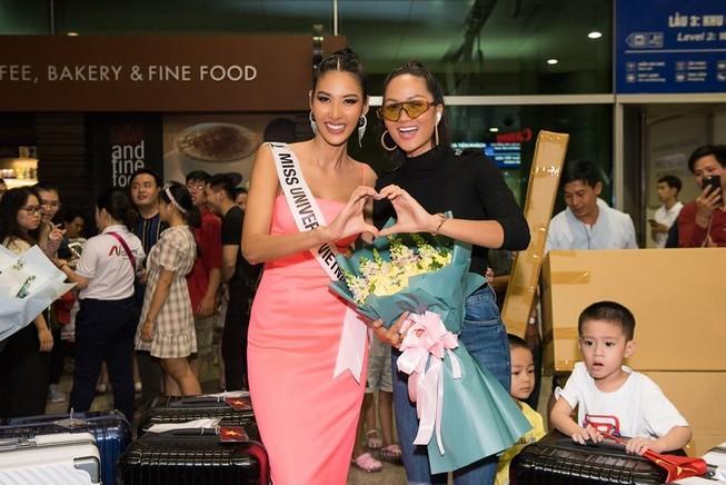 Hoàng Thùy đã chính thức sang Mỹ thi Miss Universe 2019