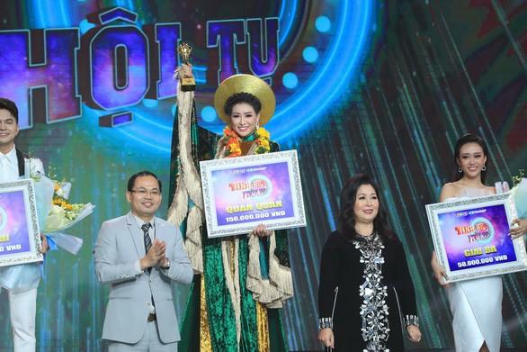 Danh ca Thái Châu, đạo diễn Lê Hoàng rơi lệ vì Nhã Thy