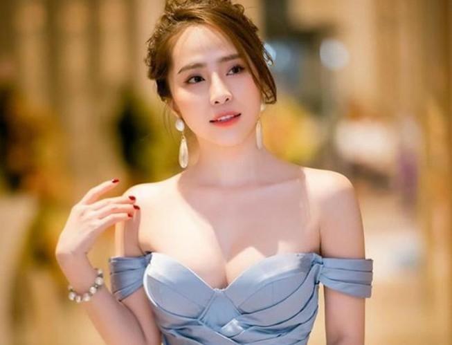 'Cá sấu chúa' Quỳnh Nga ngày càng xinh đẹp, gợi cảm