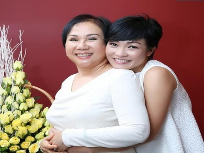 Hoài Linh và sao Việt tiếc thương danh ca Lệ Thu