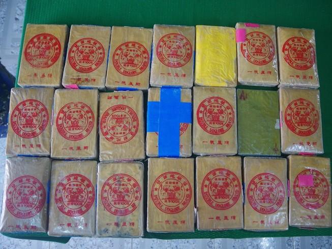 Biên phòng Thừa Thiên-Huế khởi tố 2 vụ ma túy dạt vào bờ biển