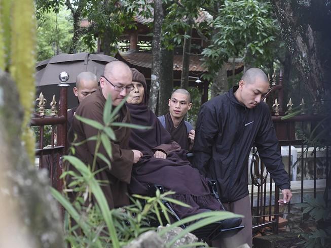 Thiền sư Thích Nhất Hạnh trở về Huế sau một tháng ở Thái Lan