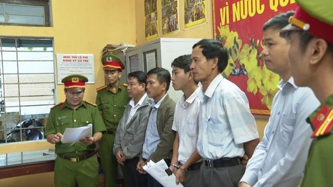Công an tỉnh Thừa Thiên - Huế cũng đã quyết định khởi tố với nguyên Chủ tịch UBND phường Thủy Xuân và bốn cán bộ, nhân viên. Ảnh: T.HỒNG