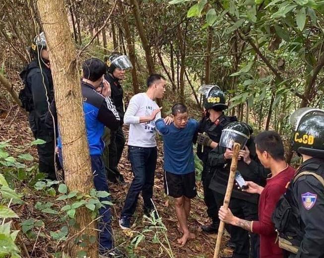 Nghi phạm Hoàng Văn Chín bị cảnh sát bắt vào lúc 10 giờ 5 phút sáng nay. Ảnh: PV