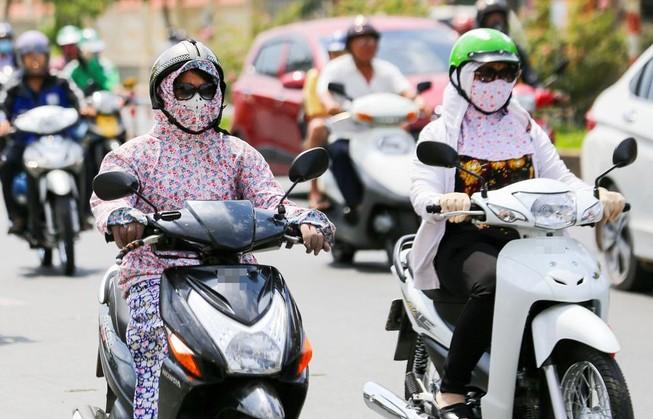 Kinh nghiệm đi xe máy, ô tô khi trời nắng nóng