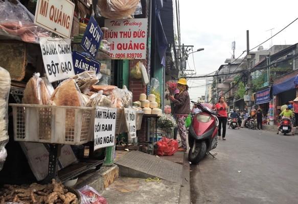 Dẹp vỉa hè, chợ Bà Hoa bỗng... thông thoáng