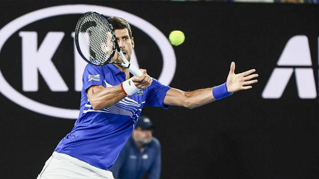 """Djokovic """"bắn hạ"""" Tsonga, đi tiếp vào vòng 3 Úc mở rộng"""